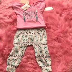 Jessica Simpson 2pc infant set.